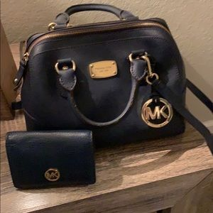 Micheal KORS  navy crossbody, comes with wallet